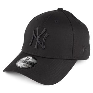New Era Black New York Yankees Hat.